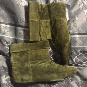 Newport News Shoes - NWOT Newport News ankle suede booties